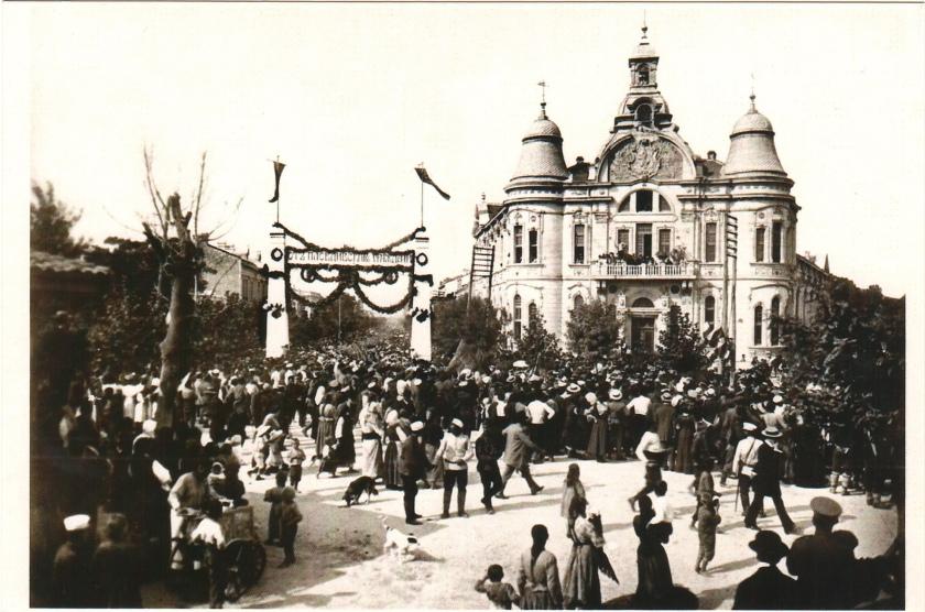Military_Club,_Plovdiv,_Bulgaria_on_old_photo